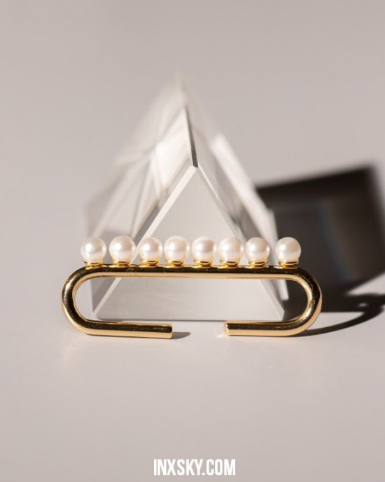 DONNA Elongated Pearl Ear Cuff
