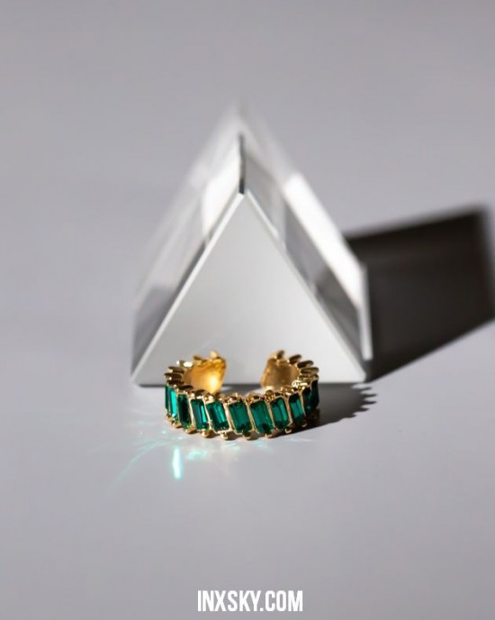 LOLITA Emerald Green Glass Stones Ear Cuff