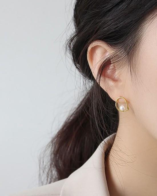 ADELE Gold Vermeil Pearl Earrings