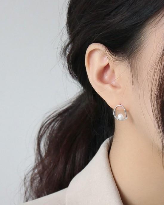 ADELE Sterling Silver Pearl Earrings