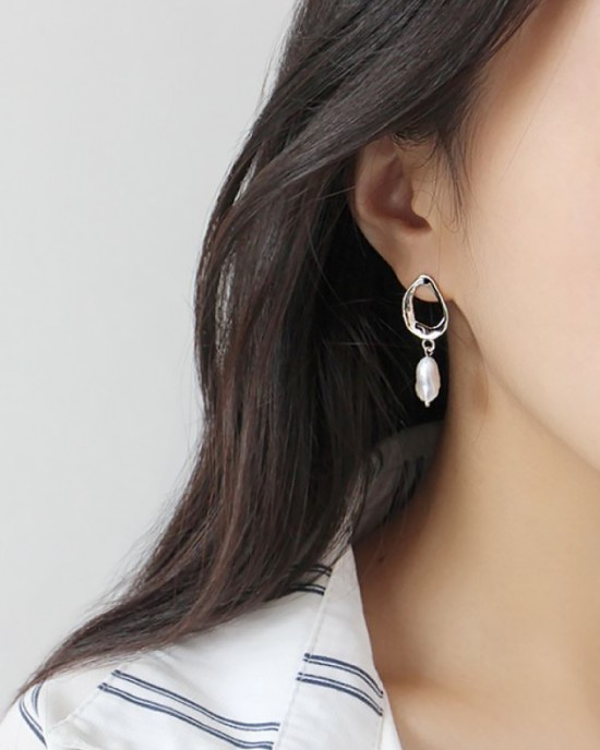 MEREDITH Silver Baroque Pearl Drop Earrings