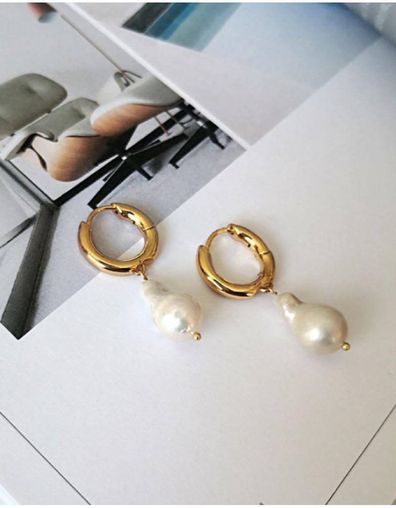 MILA Baroque Pearl Huggies