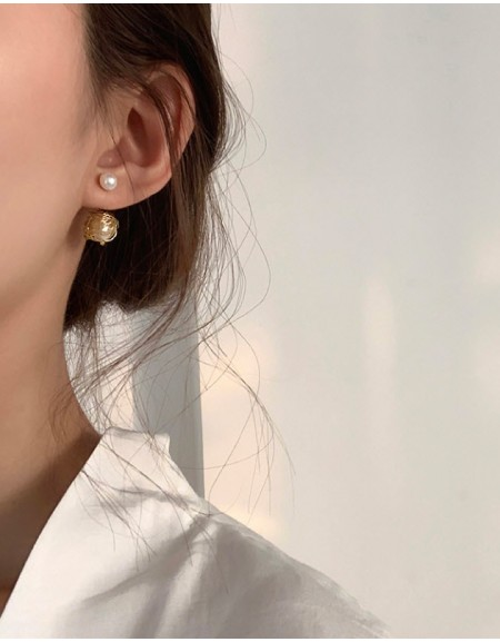 ORBITE Pearl Earrings