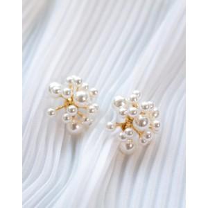 PEARL BLAST Pearl Earrings