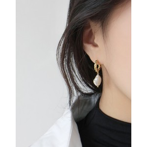 SOPHIA Gold Baroque Pearl Earrings