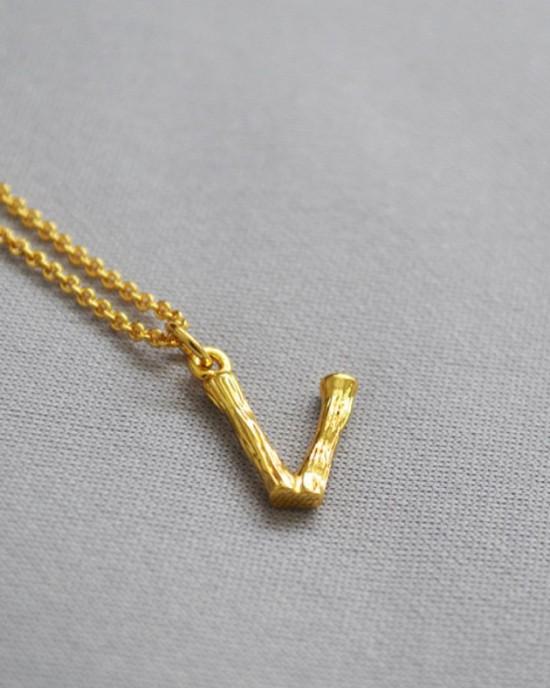 ALPHABET Necklace   Letter V