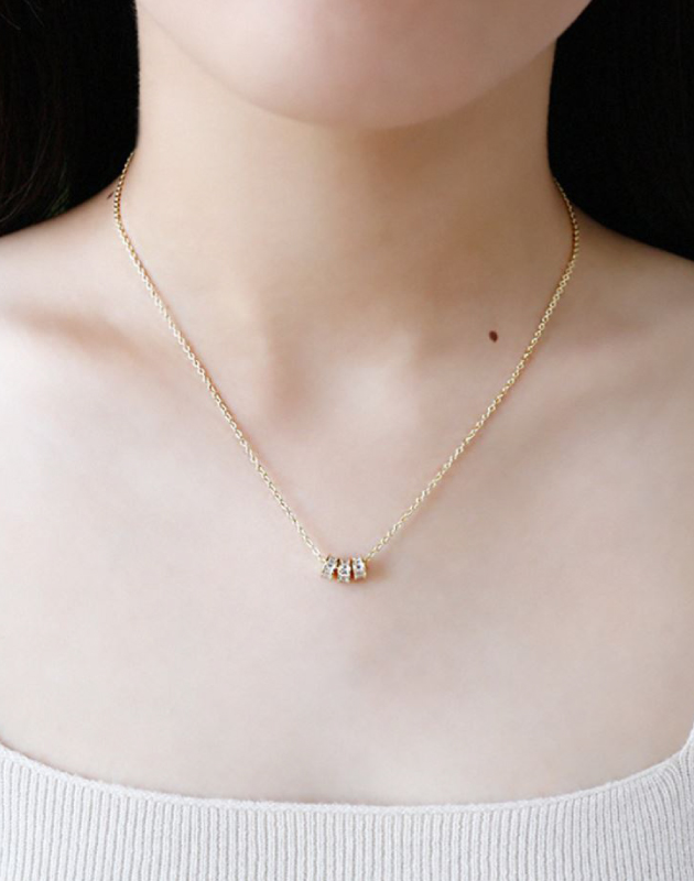 LUCKY Gold Pendant Necklace