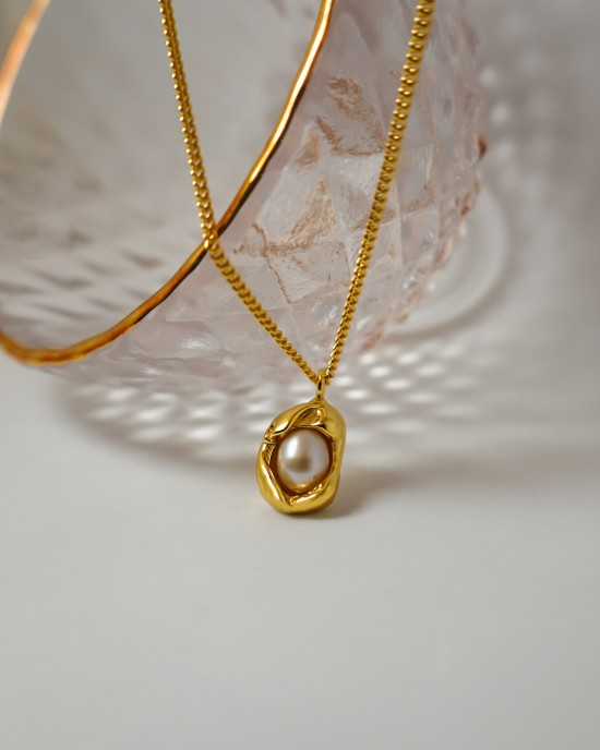 ORIANA Gold Pearl Necklace