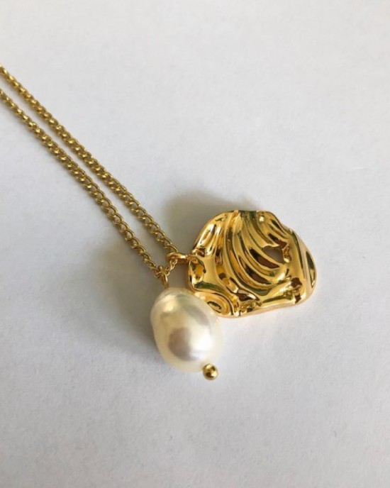 PEARL NEST Gold Necklace