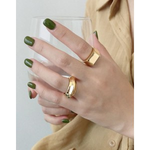 LAYLA Gold Signet Ring
