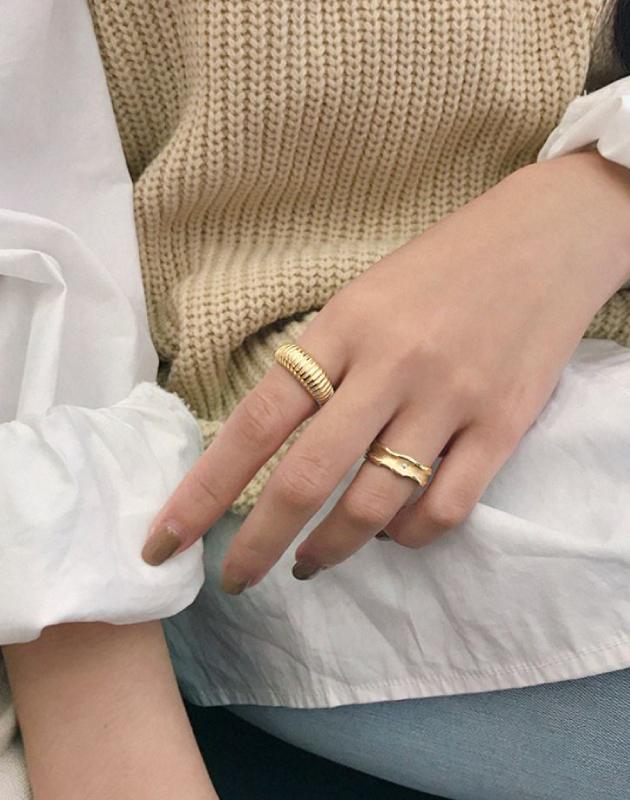 MARINA Gold Croissant Dome Ring