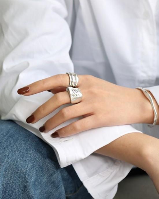 Thaïs Sterling Silver Signet Ring